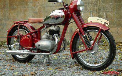 Kompletní renovace JAWA 250-11 pérák 1952